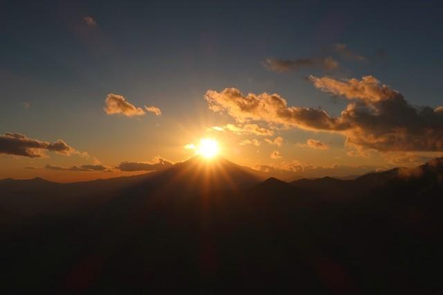 ダイヤモンド富士と雲の景色