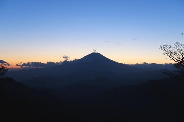 丹沢山と塔ノ岳の間富士山ビュースポット