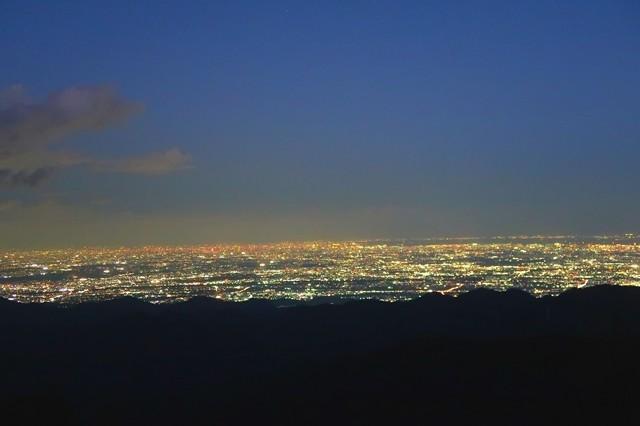 塔ノ岳山頂からの夜景全景