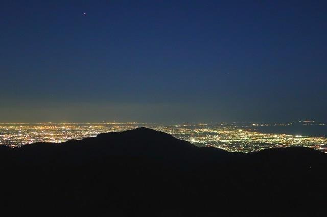 塔ノ岳山頂から神奈川県の夜景