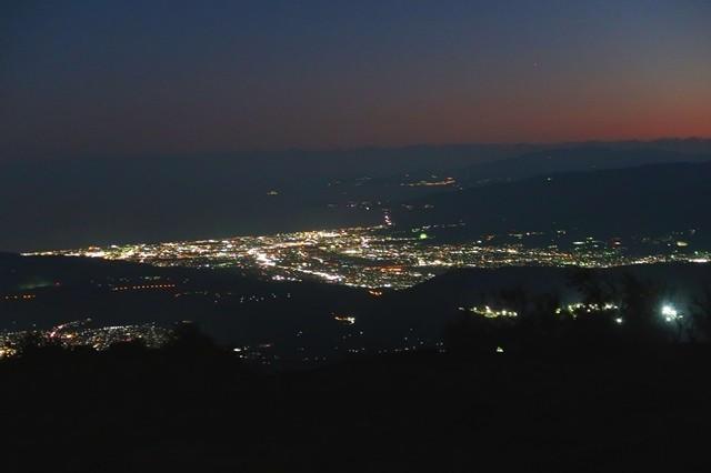 塔ノ岳山頂から見る小田原方面の夜景