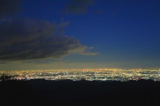 丹沢山塊から都心の夜景