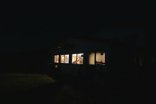 丹座主脈縦走路の花立山荘夜の風景