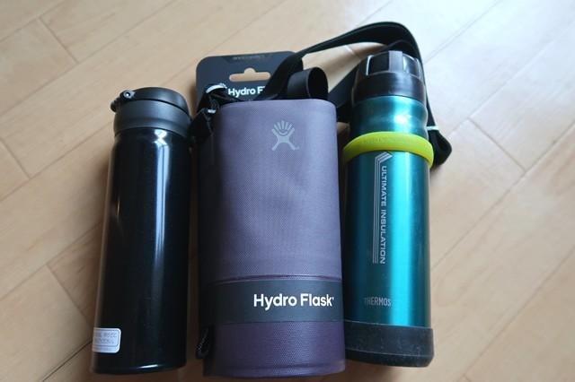 左側のボトルがサーモスの魔法瓶右側サーモスの山専用ボトル