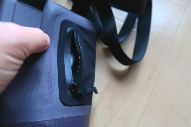 防水加工のサイドポケット