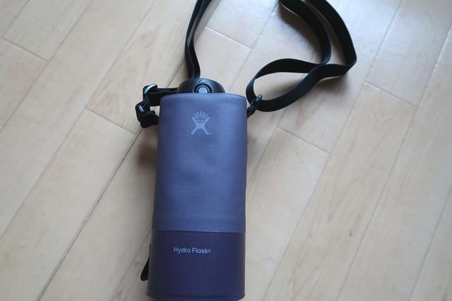 サーモスのボトルの高さが22cmHydroFlask(ハイドロフラスク)水筒入れに入れた状態
