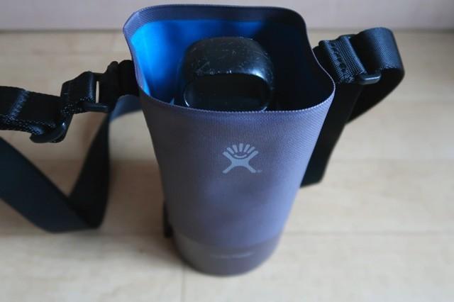 LAKENのアルミボトルHydroFlask(ハイドロフラスク)水筒入れに入れた状態