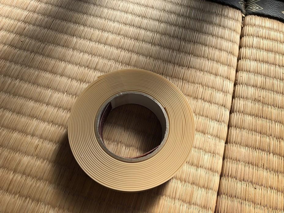 障子レールテープを貼って補修