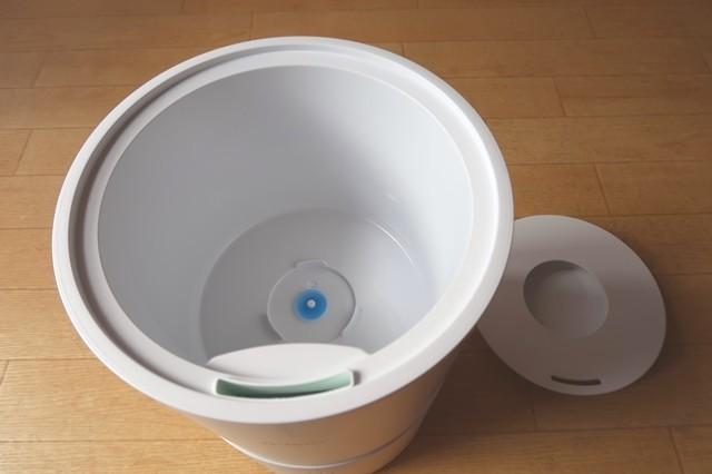 水を入れて電源ボタンを押せば加湿器としてすぐに使用可能
