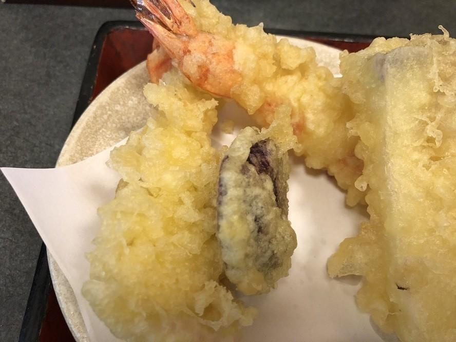 平塚相州の天ぷらとそばの様子