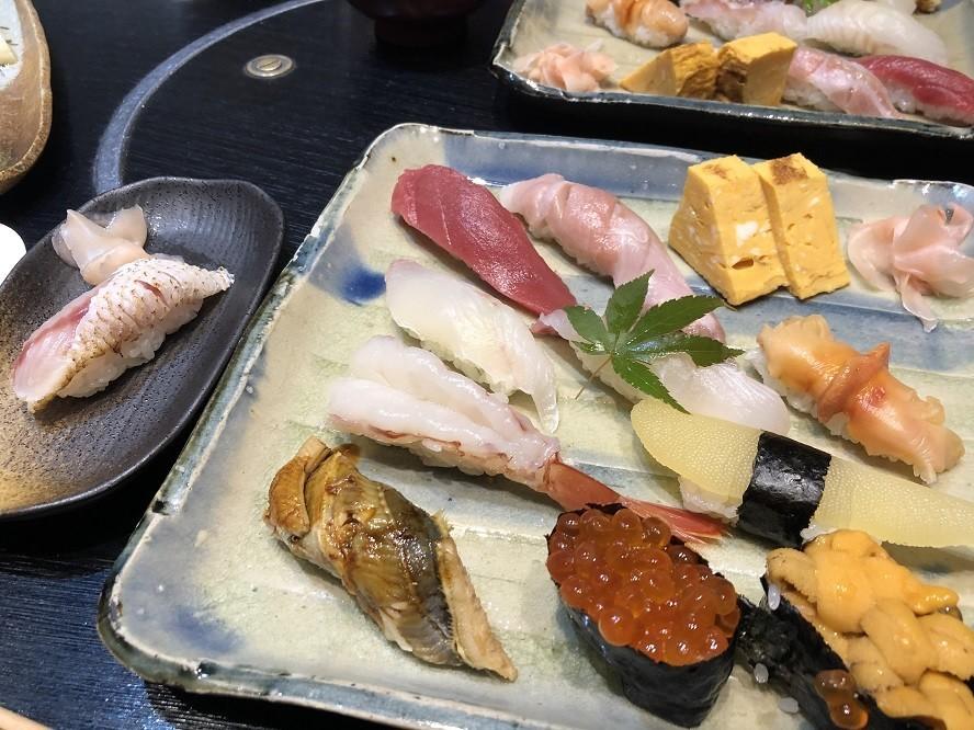 お寿司のメニューから1貫好きなネタノドグロを注文