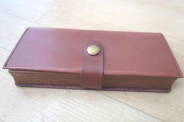 本革とヌメ革が使われた人気の革ペンケース