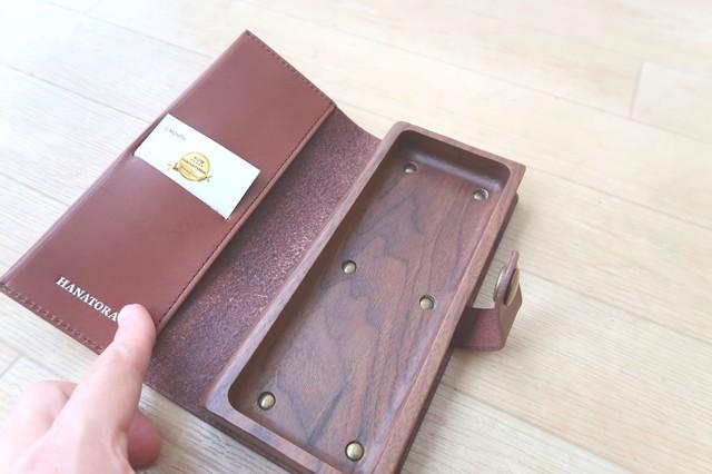 革ペンケースブランド物のカード収納入れの様子