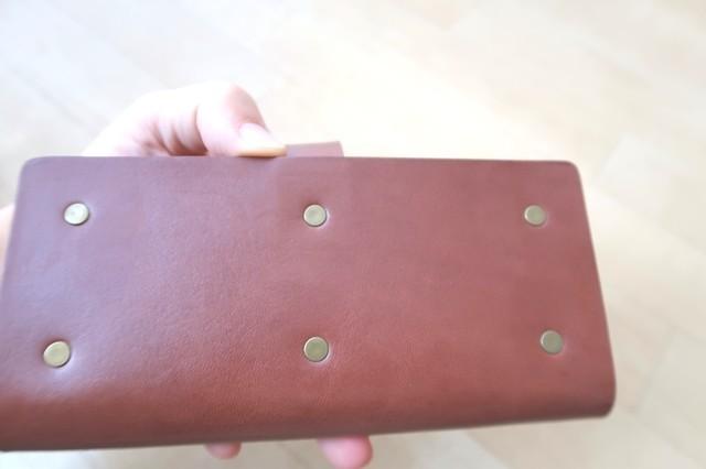 革製ペンケースの裏側の様子の強度