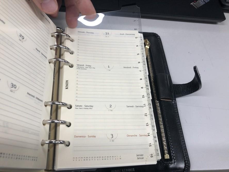 システム手帳に下敷きをセット