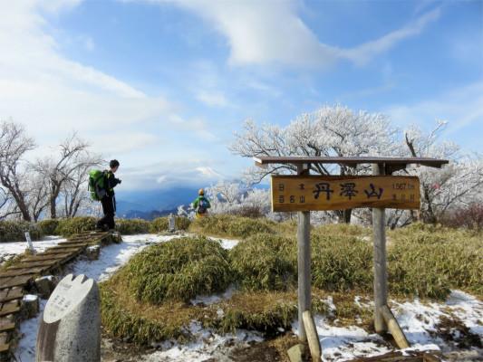 おすすめの丹沢登山の丹沢山山頂