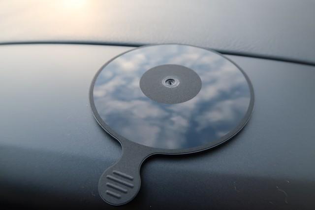 表面の吸盤フィルムを剥がすと不思議な模様