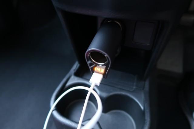 シガーソケットでUSB充電コンパクトで邪魔にならない