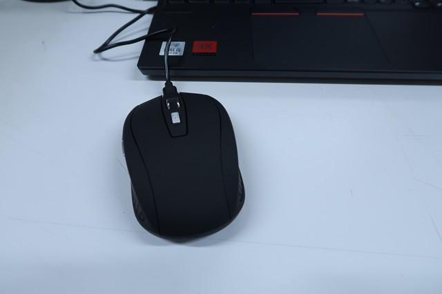 ノートパソコンからUSB端子を経由してワイヤレスマウスを充電