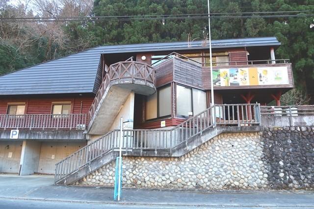和田バス停駐車場・トイレ