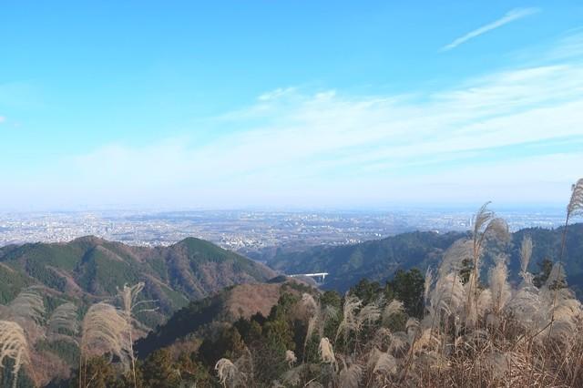 景信山山頂からの高尾山方面景色