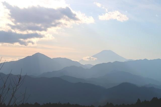 高尾山から富士山の景色