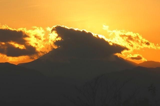 高尾山からダイヤモンド富士になっている頃