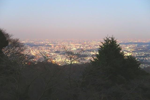 高尾山から見る八王子、新宿、池袋方面夜景