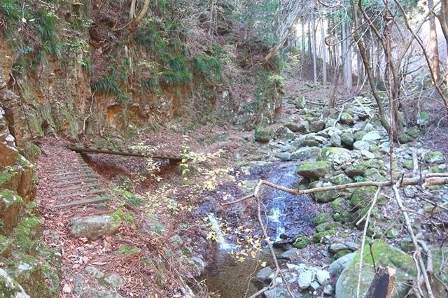 三峰山への登山道