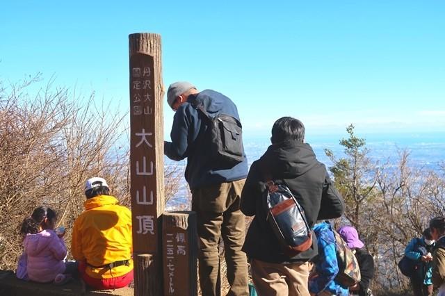 初詣で大賑わいだった大山の山頂