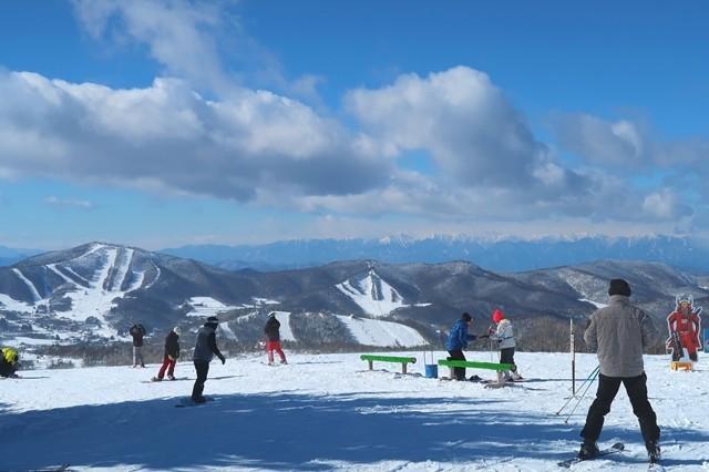 リフトの終着地点とスキーヤー