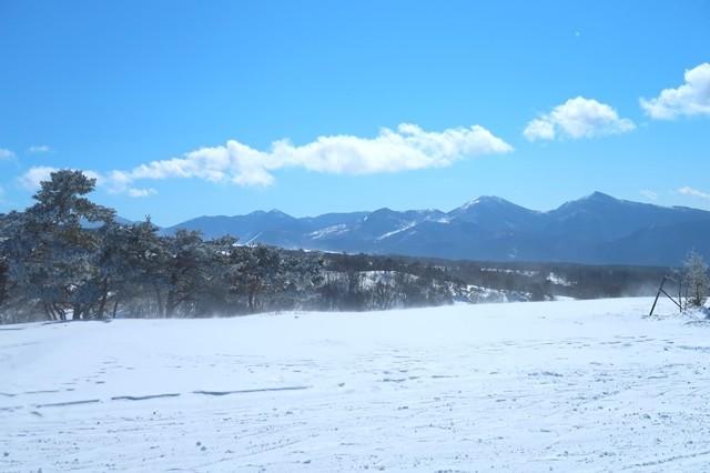 北アルプスの雄大な冬山の山並み