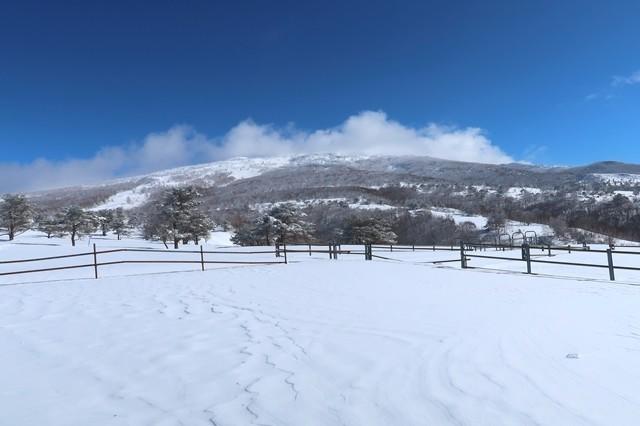 根子岳山頂は風が強い様子