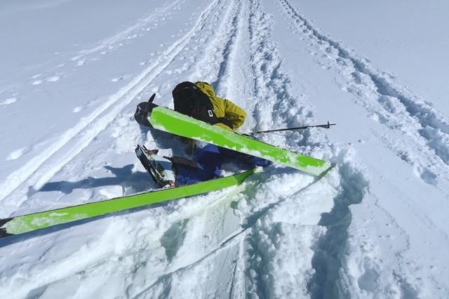 根子岳登山道で転倒した登山者