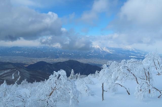 根子岳のルート下界の景色