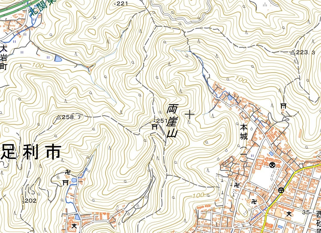両崖山の山頂周辺の地形図