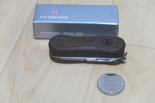 ウッド素材のツールナイフ大きさの比較