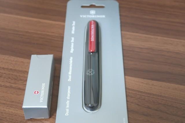 ビクトリノックスのツールナイフとビクトリノックスデュアルシャープナー