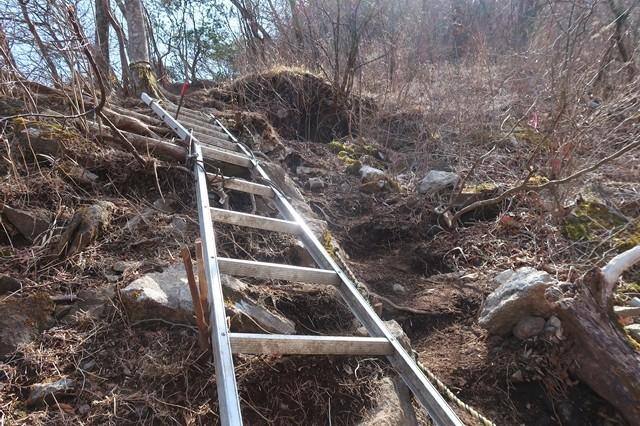 金時山への登山道足柄ルート崩壊地点の梯子の様子