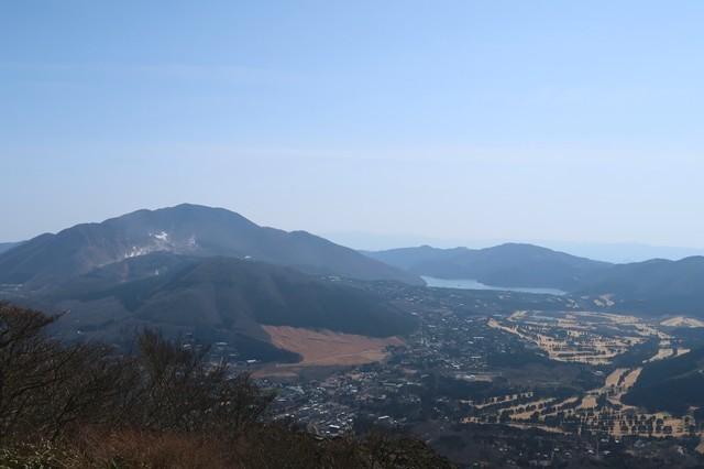 金時山の山頂からの箱根最高峰の神山、芦ノ湖景色