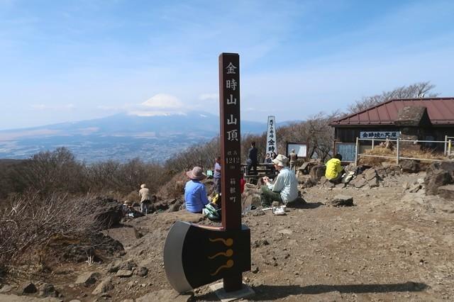 金時山山頂のマサカリ