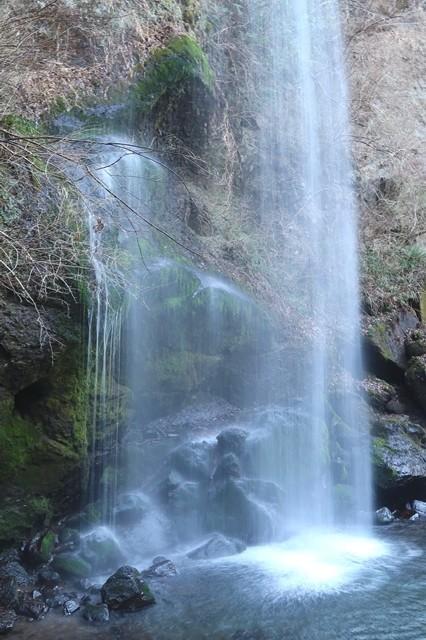 暖簾の様な夕日の滝