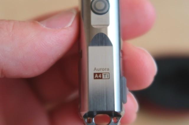 AuroraA4と元素記号がライト本来に記載