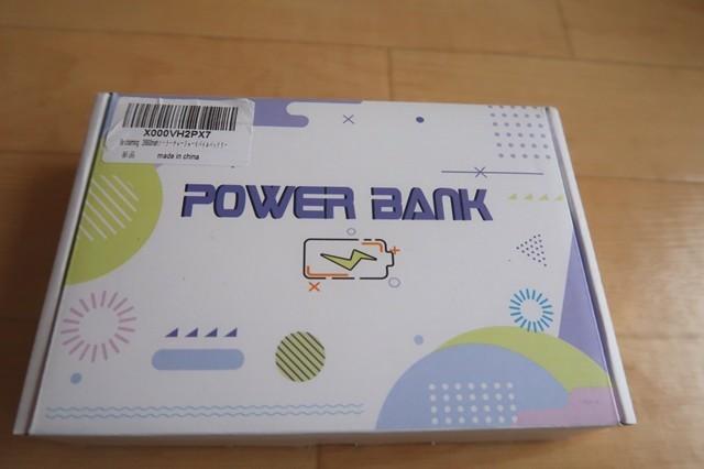 購入したソーラーバッテリー充電器パッケージ