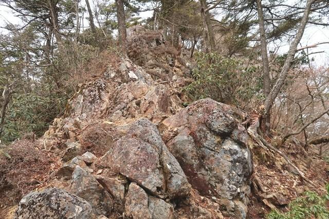 岩岳尾根を振り返った写真