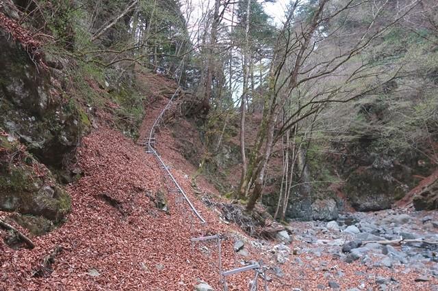 岩岳尾根の大高巻きルートの様子