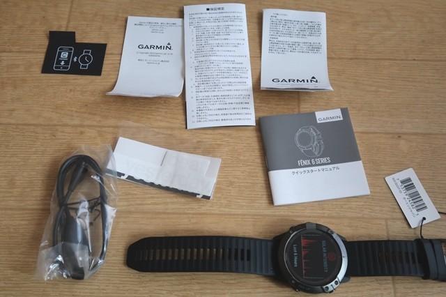 FENIX6X登山用GPSソーラー腕時計のクイックスタートマニュアルが付属