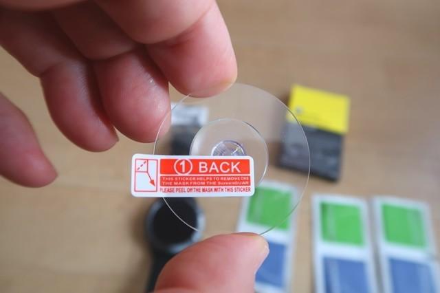 保護フィルムに付属している小さな吸盤