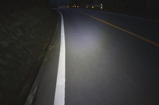 夜道でRovyVonAuroraa4Xを使った様子