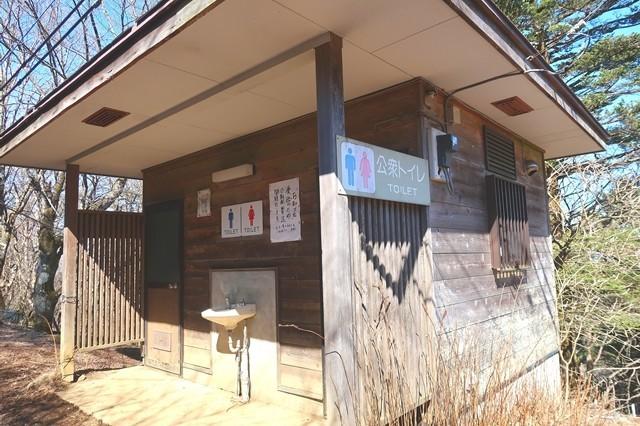 三つ峠山山頂公衆トイレ